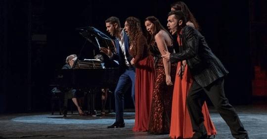 les chanteurs du collectif d'artistes lyriques le CALMS à Marseille réunis pour un concert caritatif de 150 voix en faveur de Parole d'enfant